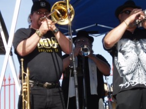 Mic Gillette performing with Highway 61 Wayne Rinehart in back
